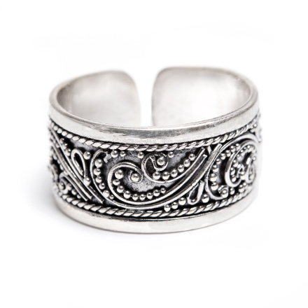 Ring med filigranarbetat silver