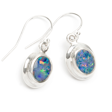 Opal oval capuchon med silverkant
